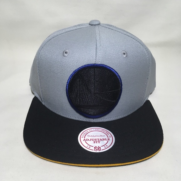 differently 0a610 f3707 Golden State Warriors snapback hat. NWT. Mitchell   Ness